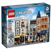 LEGO 10255 Creator Expert Assembly Square